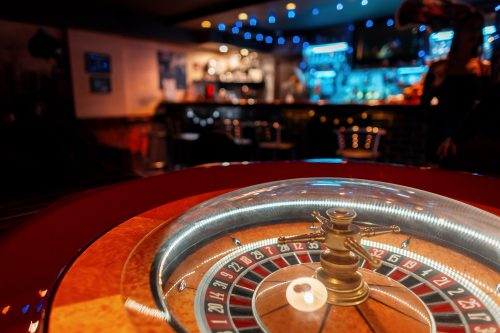 casino-roulette-with-wooden-golden-table-bar (5)